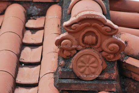 赤瓦の屋根の素材 [FYI00335862]