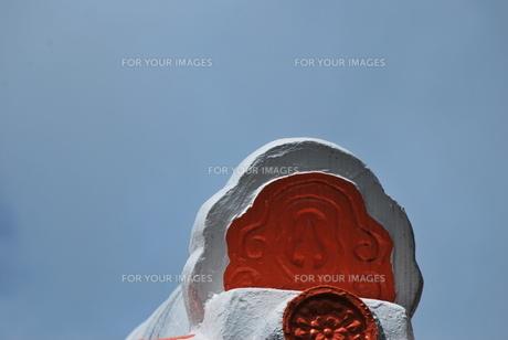 赤と白の瓦の素材 [FYI00335865]