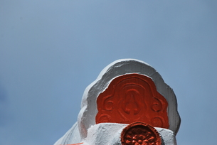 赤と白の瓦の写真素材 [FYI00335865]