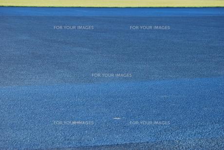 陸上競技 トラックと芝生の写真素材 [FYI00335879]