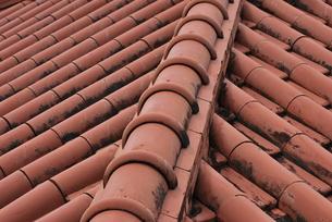 赤瓦の屋根の素材 [FYI00335881]