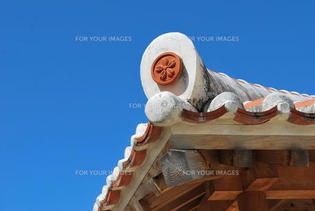 赤瓦の屋根の素材 [FYI00335930]