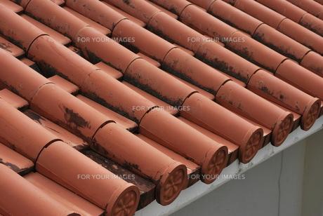 赤瓦の屋根の素材 [FYI00335932]
