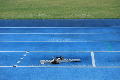 陸上競技 スターティングブロックの写真素材 [FYI00335934]