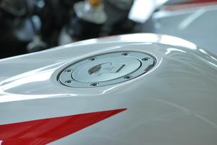 オートバイのタンクの素材 [FYI00335936]