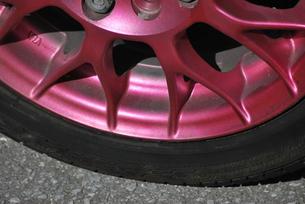 ピンクのホイールの素材 [FYI00335956]