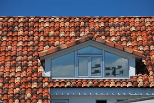 カラフルな屋根の素材 [FYI00335959]