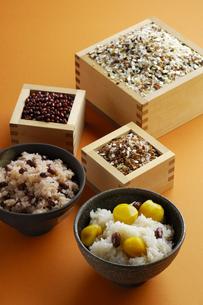 栗ご飯と赤飯の写真素材 [FYI00336135]
