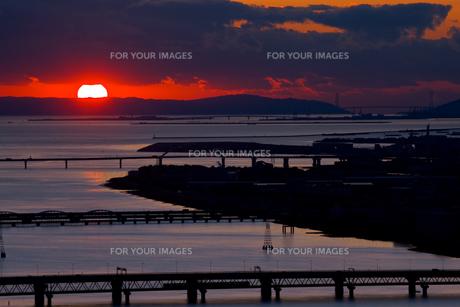 淡路島に沈む夕陽の写真素材 [FYI00336299]