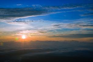 御嶽山 田の原駐車場から見える日の出の素材 [FYI00336314]