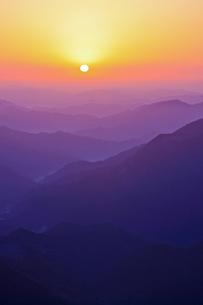 高見山から見える日の出の素材 [FYI00336346]