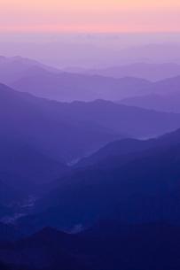 高見山から見える朝焼けの素材 [FYI00336351]