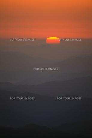 高見山から見える日の出の素材 [FYI00336360]