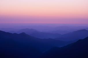 高見山から見える朝焼けの素材 [FYI00336365]