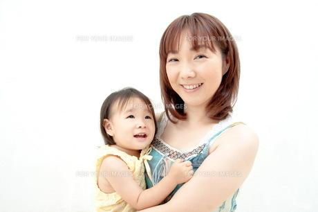 笑顔の親子の写真素材 [FYI00336438]