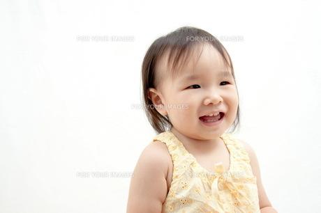 幼児の笑顔(1歳半)の写真素材 [FYI00336447]
