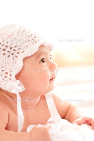生後3ヶ月の女の子の写真素材 [FYI00336533]
