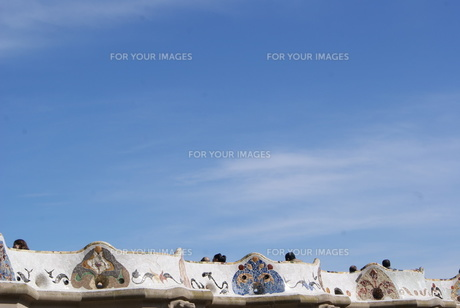 晴れた日に撮影したスペインのグエル公園 ガウディによる設計の写真素材 [FYI00336563]