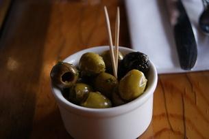 フランスのレストランで食べたオリーブの素材 [FYI00336579]