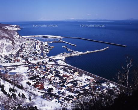羅臼港冬景色の素材 [FYI00336692]