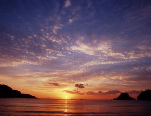 夜明けの浜辺の素材 [FYI00336730]