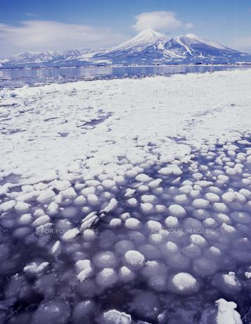 冬晴れの猪苗代湖の素材 [FYI00336743]
