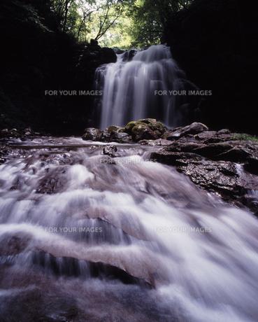 夏の浅間大滝の素材 [FYI00336803]