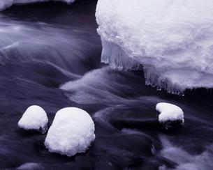 厳冬の流れの写真素材 [FYI00336847]