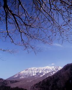 春の鍵掛峠の写真素材 [FYI00336893]
