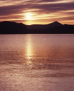 十和田湖の日の出の素材 [FYI00336922]