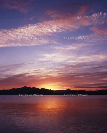 十和田湖の夜明けの素材 [FYI00336924]