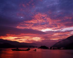 燃える夜明けの写真素材 [FYI00336926]