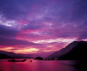 茜色の夜明けの写真素材 [FYI00336934]