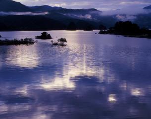 輝く水面の写真素材 [FYI00336937]