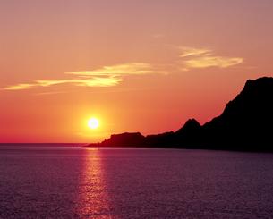 ゴロタ浜の落日の写真素材 [FYI00336975]
