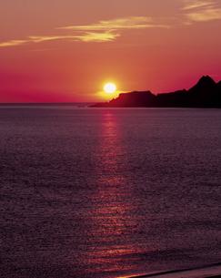 ゴロタの浜の入日の写真素材 [FYI00336988]