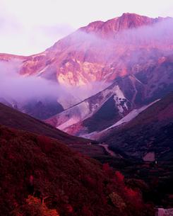 夕暮れの上ホロカメットク山の写真素材 [FYI00337159]