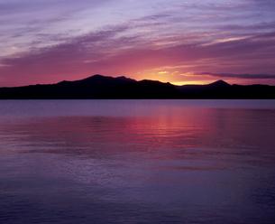 十和田湖の夜明けの素材 [FYI00337209]