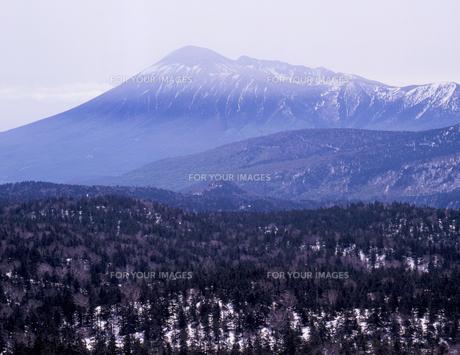 残雪の岩手山の素材 [FYI00337233]