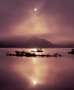 秋元湖の昇陽の写真素材 [FYI00337238]
