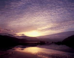 秋元湖の日の出の写真素材 [FYI00337264]