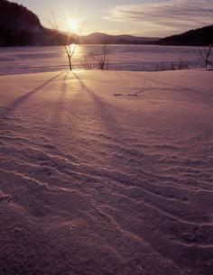 小野川湖の夕日の写真素材 [FYI00337275]