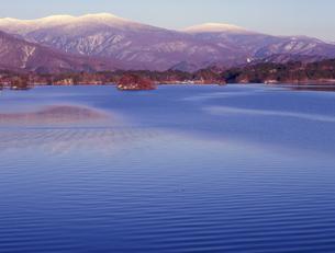 冠雪の吾妻連峰の写真素材 [FYI00337555]