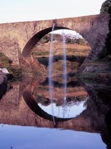 夕映えの通潤橋の写真素材 [FYI00337935]