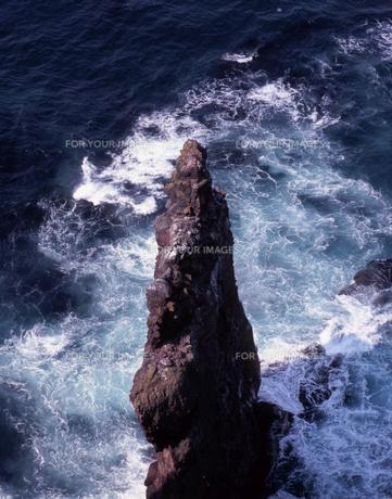 荒波の赤岩の素材 [FYI00337946]