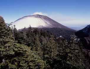初冬の浅間山の写真素材 [FYI00338024]
