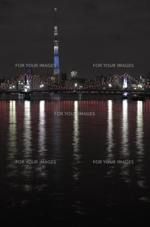 東京スカイツリーと清洲橋のライトアップの素材 [FYI00338150]