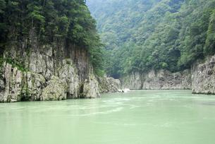 盛夏の瀞峡の写真素材 [FYI00338280]