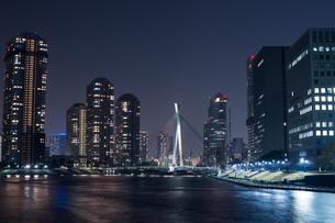 夜の隅田川の写真素材 [FYI00338823]
