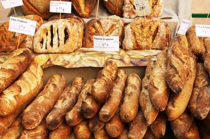 マルシェのパン屋の写真素材 [FYI00361033]